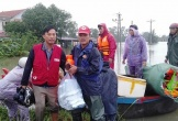 Thầy giáo Hà Tĩnh trốn bệnh viện, dầm mình cứu dân bị lũ lụt