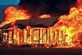 Say rượu, tự đốt nhà mình khiến hàng xóm tử vong