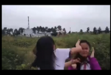 Mâu thuẫn lời nói, hai nữ sinh lớp 7 đánh nhau để bạn bè quay clip