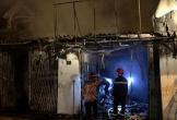 4 người mắc kẹt trong căn nhà 2 tầng cháy dữ dội lúc rạng sáng ở Hà Tĩnh