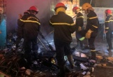 Cháy đại lý thiết bị y tế, cảnh sát phá cửa