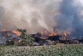Cháy hơn 10 xưởng gỗ ở Hà Nội