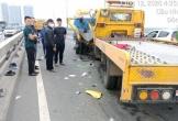 Ô tô cứu hộ đâm xe rác văng xa 30m, tài xế tử vong mắc kẹt trong cabin