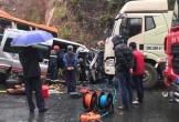 Ô tô 16 chỗ vượt ẩu gây tai nạn kinh hoàng, nhiều người thương vong