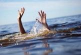 Chơi ở ao nước tưới rau, 2 trẻ chết đuối thương tâm