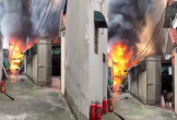 Xưởng mộc bốc cháy kinh hoàng, nhiều xe cứu hỏa được điều động