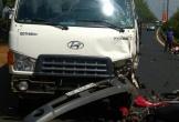 Va chạm với xe tải, 2 người thương vong