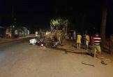 Ô tô lật ngửa khi tông vào gốc cây, 7 người thương vong