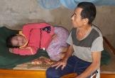 Người đàn ông 4 năm đeo ống dẫn tiểu, ngày ngày chăm sóc mẹ liệt, em tâm thần