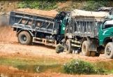 Hà Tĩnh: Xe tải chở đất nguy cơ 'băm nát' Quốc lộ 281