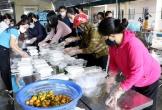 Suất cơm nghĩa tình nơi tuyến đầu chống dịch COVID-19 tại Hà Tĩnh