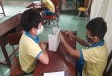 Hà Tĩnh: Thầy trò trường làng chế tạo máy sát khuẩn tay tự động