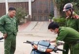 Công an xã ở Hà Tĩnh phạt người tham gia giao thông không đeo khẩu trang