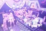 Nghệ An: Buộc cách ly 11 nam thanh, nữ tú 'say sưa' trong quán karaoke lúc rạng sáng