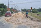 Hà Tĩnh: Bùn đất lên láng quốc lộ 8A vì xe chở vật liệu công trình
