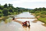 Hà Tĩnh: Chặn dòng, đắp đường ra giữa sông khai thác cát trái phép