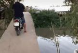 Khăng khăng lái xe máy qua cầu, người đàn ông có cú