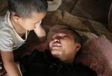 Hà Tĩnh: Ba đứa trẻ khốn khổ vây quanh người mẹ mắc bệnh hiểm nghèo