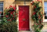 Nên sơn cửa màu nào để đem về tài lộc?