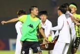 Thành Lương và đồng đội có bị kỷ luật vì lao vào sân?