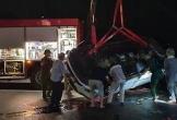 Mưa giông hạn chế tầm nhìn, ôtô lao xuống biển khiến 4 người nguy kịch