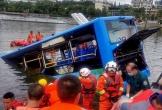 Nhà bị đập, tài xế xe buýt lao xe xuống hồ, giết chết 21 người