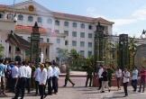 Phụ huynh ở Hà Tĩnh kéo nhau lên tỉnh phản đối giải thể trường cấp 3
