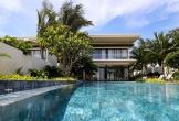 Biệt thự giá 38 tỷ đồng có hồ bơi, sân vườn, bãi biển riêng