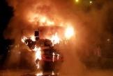 Hà Tĩnh: Xe tải trên quốc lộ 1A bốc cháy ngùn ngụt, tài xế nhảy ra ngoài thoát thân