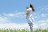 Qua khe cửa, câu chuyện giữa chồng và cô hàng xóm làm mẹ đơn thân khiến tôi ngã quỵ