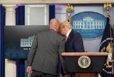 Nổ súng bên ngoài Nhà Trắng, ông Trump đột ngột rời phòng họp báo