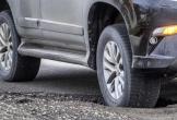 Vì sao tuyệt đối nên tránh giữ phanh khi lái xe qua ổ gà?
