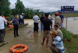 Hà Tĩnh: 3 thanh niên dắt xe máy qua cầu tràn, 1 người bị nước cuốn tử vong