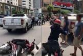 Clip: Bị vợ chặn xe bán tải đánh ghen, chồng lao xuống can ngăn để bồ xách guốc bỏ chạy