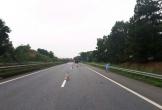Bị rơi khỏi cabin trên đường cao tốc, một người bị xe cán tử vong tại chỗ