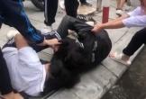 Nữ sinh Hà Nội đánh hội đồng bạn trước cổng trường