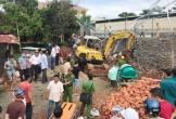 Sập bờ kè của Phòng CSGT một công nhân tử vong