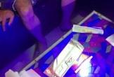 Nhóm dân chơi làm điều 'mờ ám' trong quán karaoke