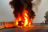 Xe container cháy trơ khung khi đang lưu thông trên quốc lộ 1