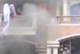 Khoảnh khắc nhiều người đu dây thoát khỏi công ty đang cháy