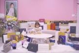 Ngọc Trinh bị chỉ trích vì quăng quà bạn bè nghệ sĩ tặng