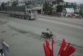 Clip: Xử lý xuất thần, người đàn ông tự cứu mạng mình trước đầu xe tải