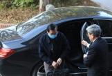 Video: Ông Vũ Huy Hoàng đến hầu tòa bằng xe Mercedes màu đen
