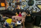 Bắt quả tang 4 nữ tiếp viên múa thoát y phục vụ khách trong quán karaoke, nhận tiền
