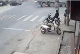Xe máy tông ôtô tải, 2 người chết