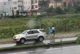 Clip: Cặp đôi đứng cãi nhau trong mưa, đoạn kết khiến dân tình 'cười bò', cô gái được 'khen nức nở'