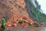 Sạt lở núi trong đêm, giao thông trên Quốc lộ 8A bị cản trở