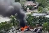 Clip ghi lại hiện trường vụ chồng đốt ô tô của tình địch vì nghi ngờ vợ 'cặp bồ' với sếp