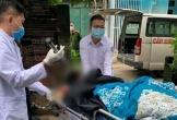 Nam thanh niên bị chém nguy kịch, được đưa đi cấp cứu trong tình trạng dao vẫn găm trên đầu