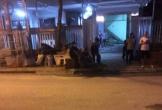 Bị vây đánh bất ngờ vì lùi xe làm vỡ viên gạch, nhóm thợ về lấy hung khí tấn công chủ nhà